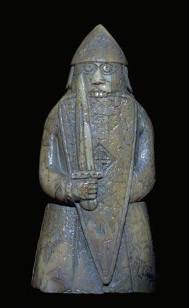 Tårnet med vilde øjne og tænderne i skjoldet. © The Trustees of the National Museums of Scotland