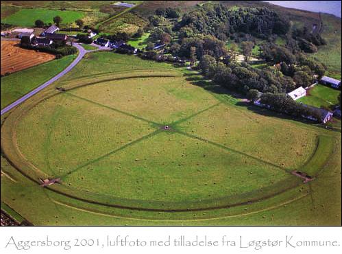 Ringborgen Aggersborg som den ser ud i dag, opført i ca. 980 af Harald Blåtand. Foto: Løgstør Kommune