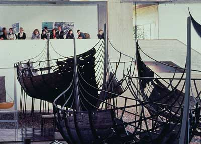 Special guided tours and lectures are arranged for the Friends of the Viking Ship Museum. Foto Werner Karrasch