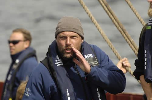 Carsten Hvid, Havhingstens Skipper, afgiver ordre. Foto: Werner Karrasch