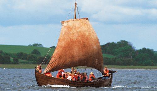 Embla. En af Vikingeskibsmuseets færøske både. Foto: Werner Karrasch. © Vikingeskibsmuseet.