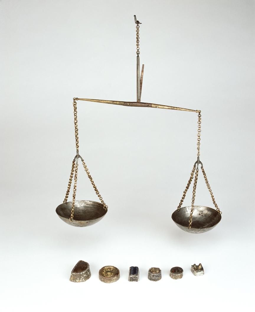 Vægt og ornamenterede blylodder fundet i Dublin vidner om byens betydning som handelscenter i den tidlige vikingetid. © The National Museum of Ireland.