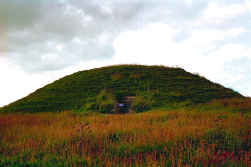 Maes Howe set udefra. Foto: Louise Kæmpe Henriksen, Vikingeskibsmuseet