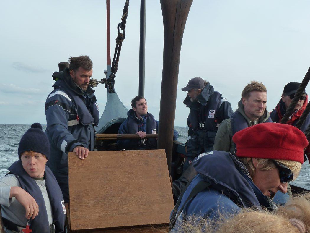 Gill Meller fra River Cottage ved roret på Havhingsten, fra Kerteminde til Samsø.