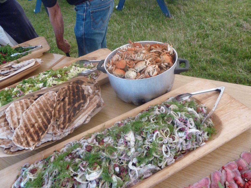 Vikingegildet med marinerede makreller, krabber, fladbrød med fennikel og mjød.