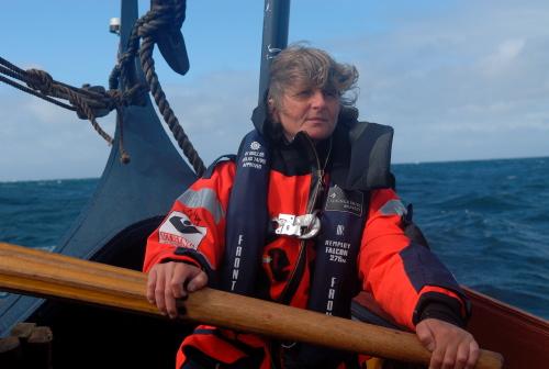 Vibeke Bischoff, Havhingstens styrmand ved roret. Skibet har også en to rorgængere, men engang imellem tage styrmanden også tjansen.