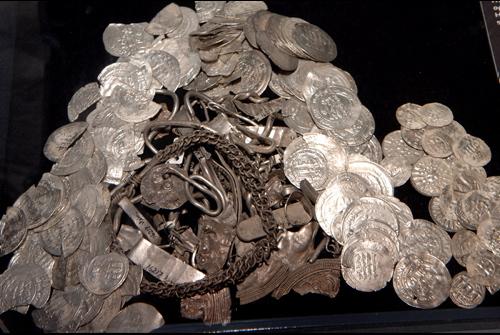 Arabiske mønter, bidesølv. Foto: Vikingeskibsmuseet
