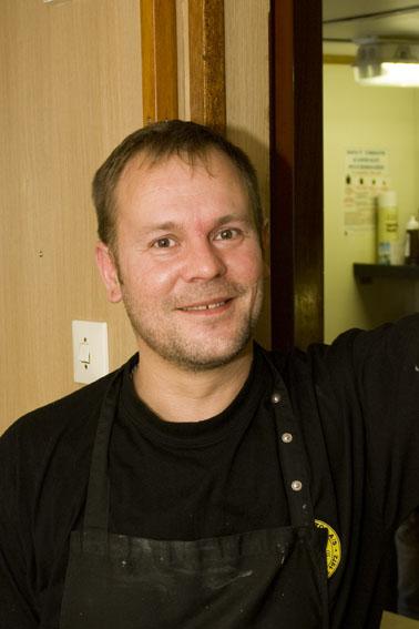 Michael Rasmussen. Kok på VINA. Michael er normalt kok på JD-Contractors kabellægger HENRY P. LADING og har i løbet af første uge lagt et stort pres på sin afløser.