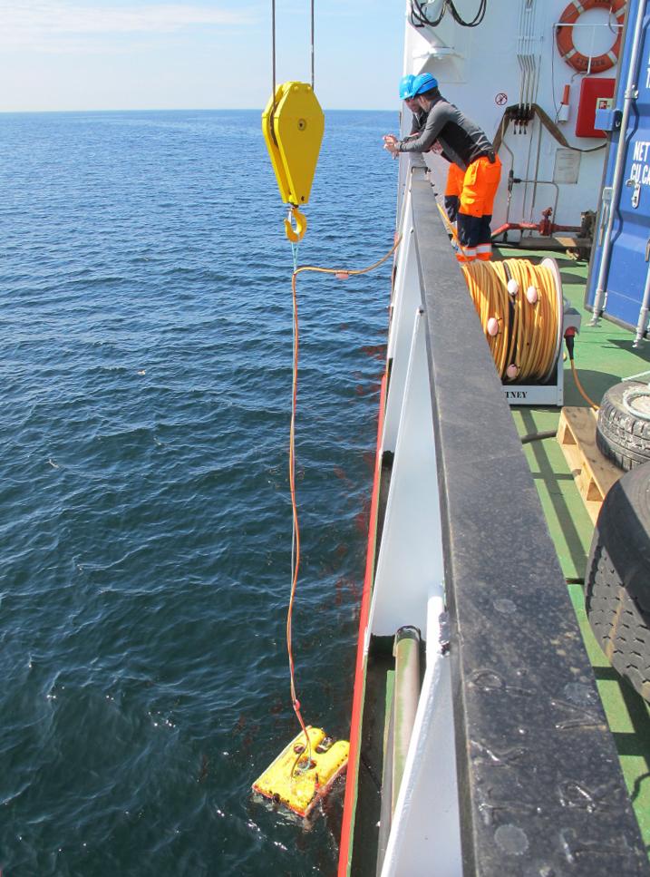 Mandag d. 30/4: ROV'en sættes i vandet for at videofilme og give et første indtryk af skibsvraget. Foto: Jørgen Dencker