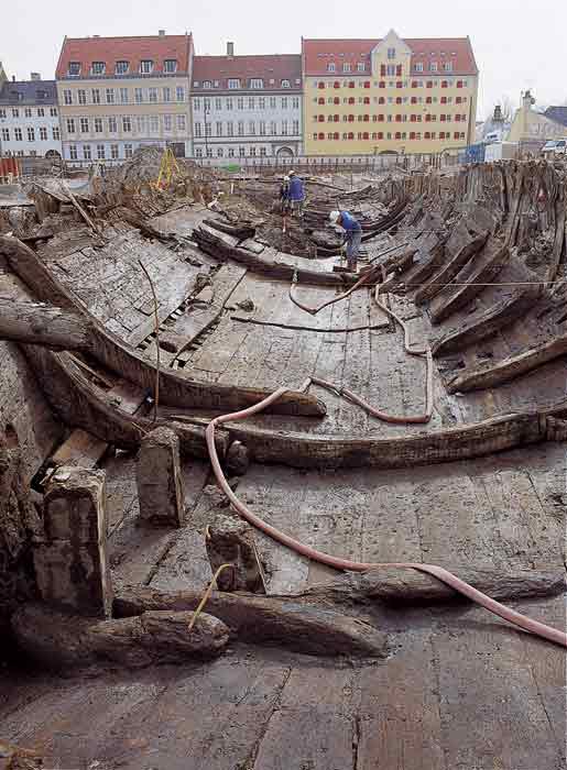Vikingeskibsmuseet har udgivet en bog om de renæssanceskibe, der blev fundes på Christianshavn i 1996 og 1997.