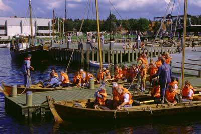 Der bliver lavet en nyt uldsejl til en af museets meget brugte osleverbåde. Foto Werner Karrasch
