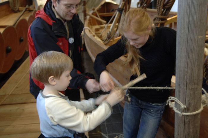 I vinterferien kan man lave tov som vikingerne gjorde det. Foto Werner Karrasch