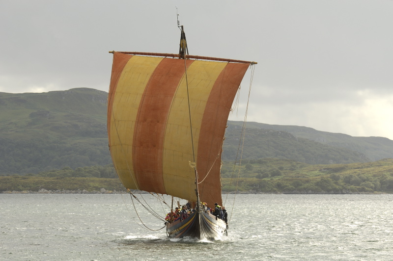 From 2007 – 2008, Sea Stallion undertook a trial voyage from Roskilde to Dublin and back again. 2,482 sea miles were sailed along Viking Age sailing routes with the aim of testing the reconstruction.