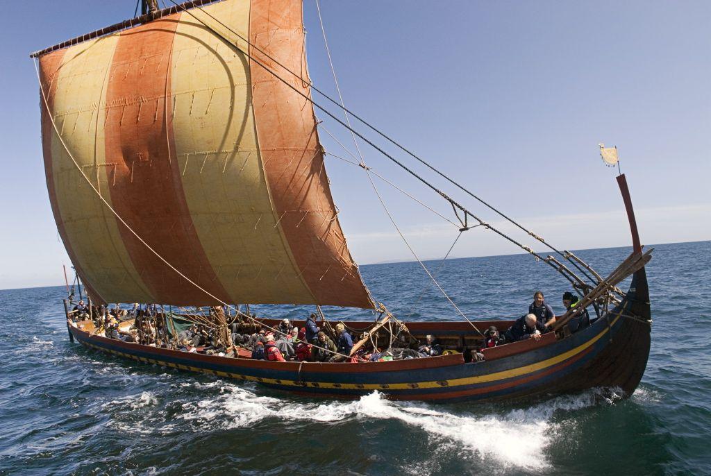 Vikingeskibsmuseets rekonstruktion af Skuldelev 2-langskibet sejlede i 2007-08 fra Roskilde til Dublin og retur med en 62-mand stor besætning.