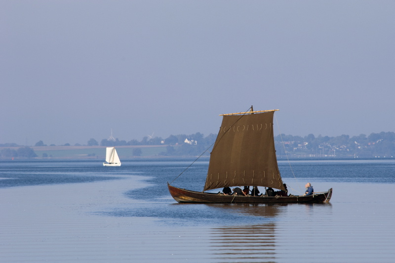 Experience the beautiful Roskilde Fjord from a Viking ship. Foto: Werner Karrasch