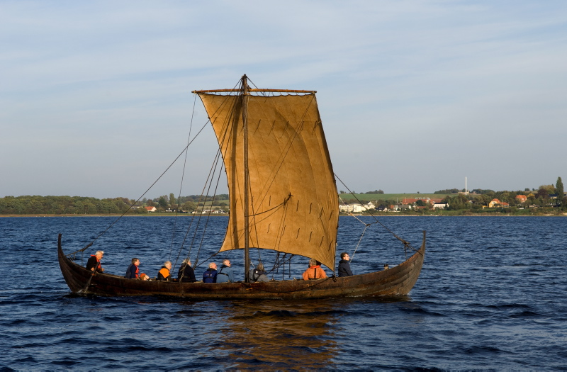En sejltur på fjorden tager en lille time