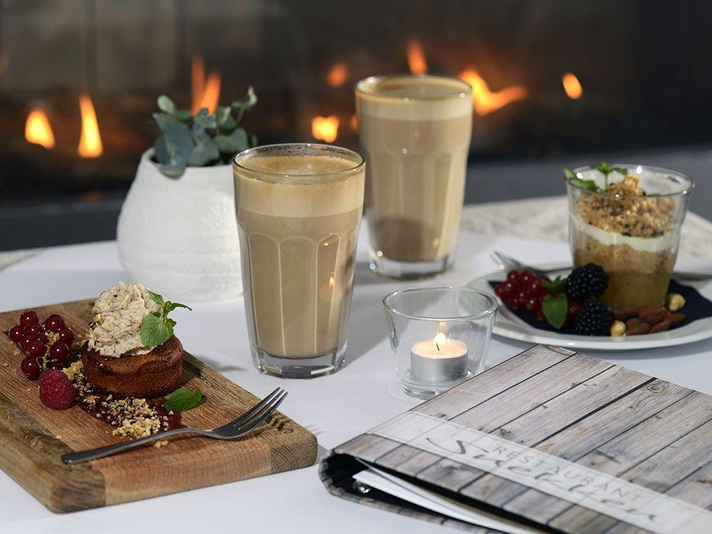 Spis med udsigt over Roskilde Fjord. Restaurant Snekken tilbyder raffinerede menuer i en afslappet atmosfære. Vi serverer friske, sæsonbetonede retter, weekend-brunch og menuer med inspiration fra vikingernes verden.