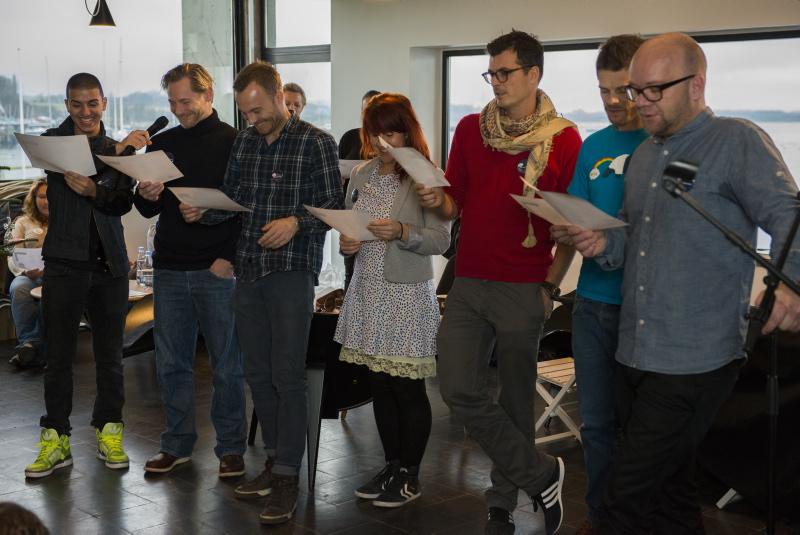 Børnehjælpsdagens Julefest blev sunget i gang af: Basim, Paw Henriksen, Lars Jakobsen, Katrine Bille, Pelle Hvenegaard, Thomas Bense og Lars Hjortshøj.