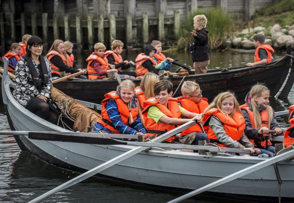 Skolesejlads, en aktiv form for læring, hvor eleverne selv sejler bådene ud på Fjorden