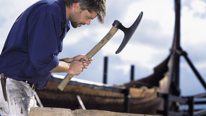 At the boatyard you can follow the boatbuilders work up close.