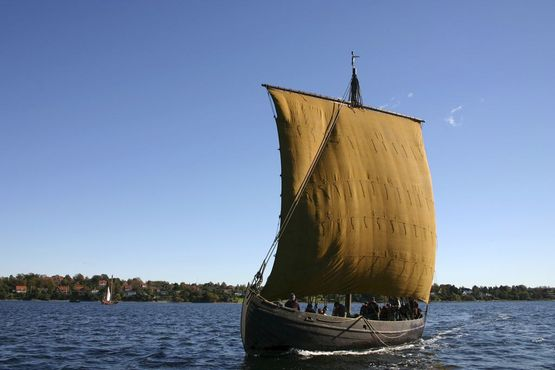 Ottar with wind in the sail on Roskilde Fjord