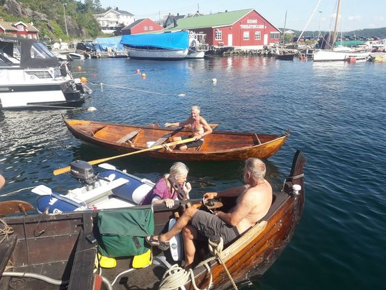 A Norwegian came by in his fine traditional dinghy to talk - and admire the Skjoldungen. In the inflatable boat is seen Kjetil, who was in Risør to repair his sailboat. Kjetil has previously sailed with the Sea Stallion. Photo and caption: Torben Okkels