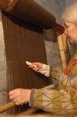 Weaving woollen sailcloth for one of the Oselver boats. Photo Werner Karrasch